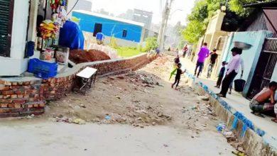 Photo of সিদ্ধিরগঞ্জে হাইকোর্টের নিষেধাজ্ঞা অমান্য করে রাস্তা নির্মাণের অভিযোগ