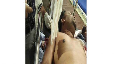Photo of মোবাইল ফোনে কর্মচারীর মেয়েকে কু-প্রস্তাবের প্রতিবাদ ডেমরায় ব্যবসায়ীকে ছুরিকাঘাতে হত্যার চেষ্টা