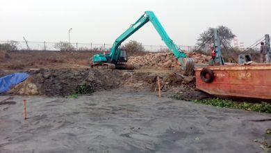 Photo of দিনে দুপুরে মেঘনা নদী দখল করে চলছে বালু ভরাট, অস্ত্রের মহড়া