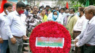 Photo of বঙ্গবন্ধুর প্রতিকৃতিতে নারায়ণগঞ্জ আওয়ামীলীগের শ্রদ্ধা নিবেদন